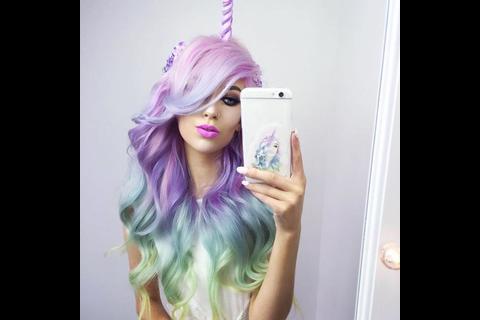 Quería tener cabello de unicornio ¡y los resultados fueron fatales!