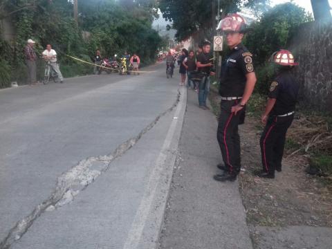 Alerta por grieta en carretera que comunica Antigua con Chimaltenango