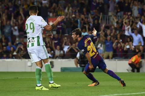 Un remendado Barcelona comienza La Liga con victoria frente al Betis