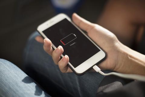 Esto es lo que consume la batería de tu celular y así puedes evitarlo