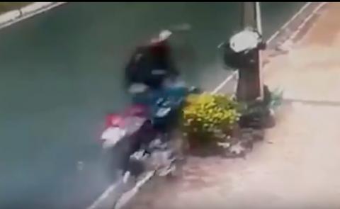 Terrible accidente: motorista muere al quebrarse su casco