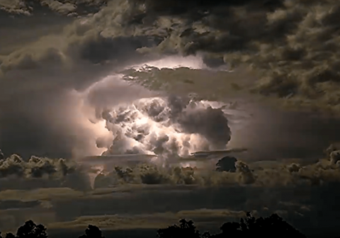 """Discoteca extraterrestre"": video de tormenta eléctrica genera asombro"