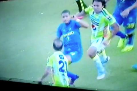 Cobán vuelve a protagonizar bronca, ahora en estadio de Antigua