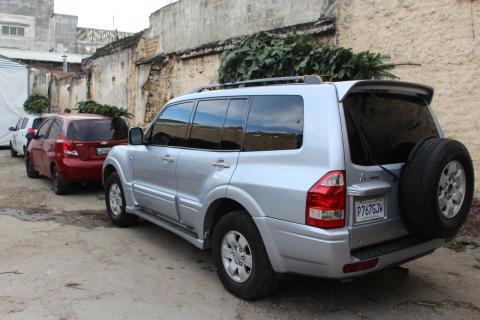 Llevar el árbol navideño en el vehículo podría llevarte a la cárcel