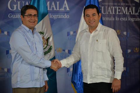 Las felicitaciones arrebatadas a Juan Orlando Hernández