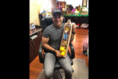 La historia de la canasta con miel y tequila enviada por Edwin Escobar