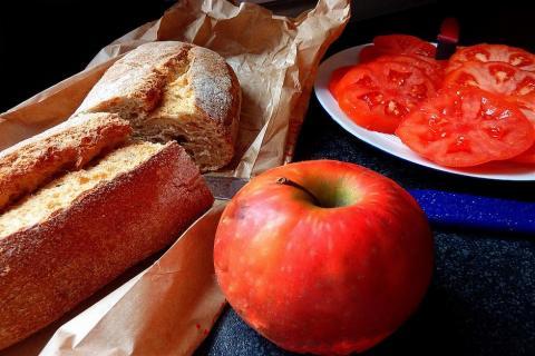Esta es la razón por la que deberías comer manzanas y tomates