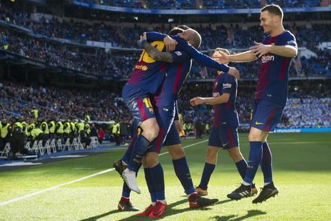 El extraordinario pase de Messi sin zapato para el gol del Barcelona