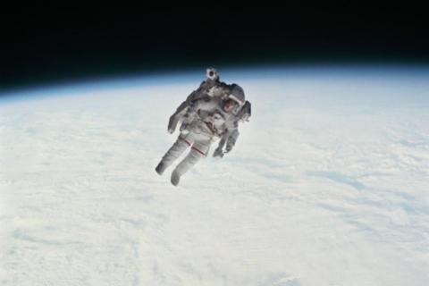 Muere el primer astronauta en flotar libremente por el espacio
