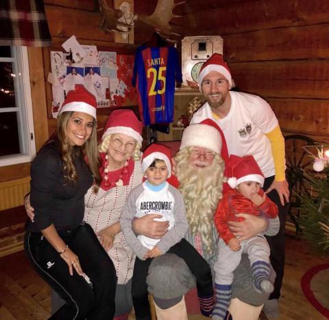 Santa Claus conoce a Messi luego de la victoria ante el Real Madrid