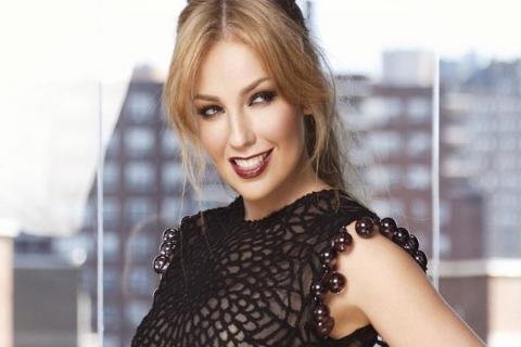 """""""Look"""" navideño de Thalía sorprende a sus seguidores de redes sociales"""