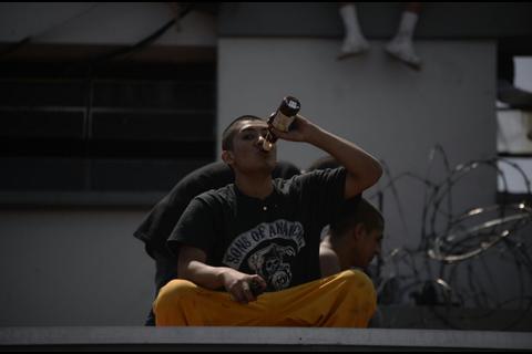 Jóvenes de Las Gaviotas entran a robar cervezas y terminan heridos