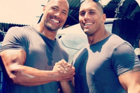 """¿Separados al nacer? El doble de acción de Dwayne Johnson """"La Roca"""""""