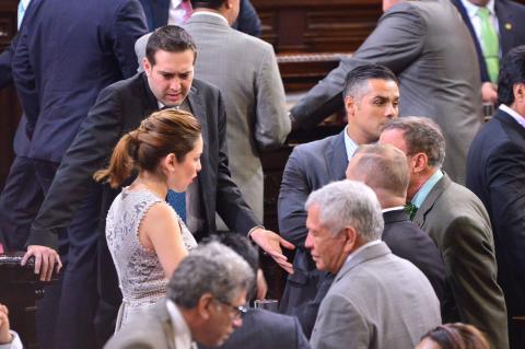 Diputados se encierran para buscar responsable por el pago del Bono 14
