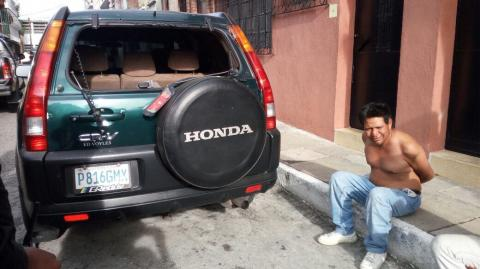 Cuatro capturados tras persecución policial entre zonas 1 y 2