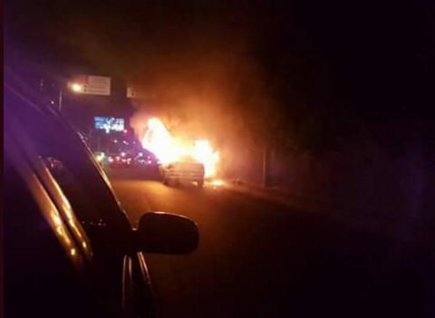 Las impresionantes imágenes del incendio de un carro en la zona 10