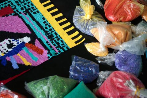 Bordados guatemaltecos inspiran una colección internacional