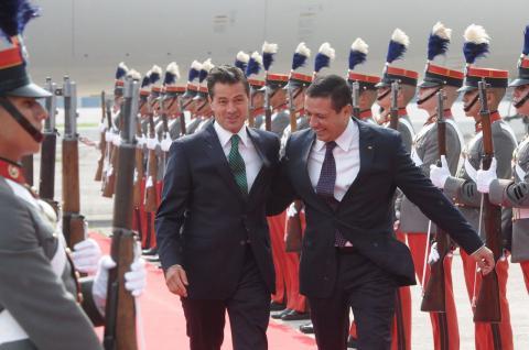 Peña Nieto llega al país y vuela directo hacia la Antigua Guatemala
