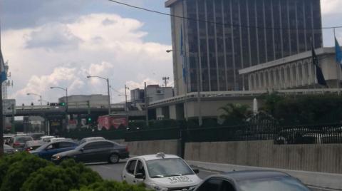 ¡Caos en el Centro Cívico! Taxistas llegan a la Municipalidad
