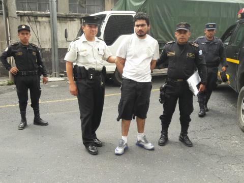 Tras persecución en la zona 1, PNC captura a reo fugado