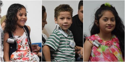 Los niños que oyeron la voz de su madre por primera vez
