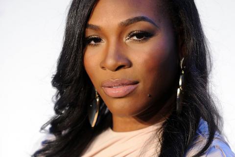 Desnuda y embarazada, Serena Williams posa para portada de revista