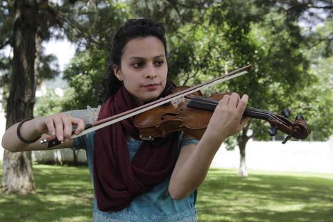 Suvier Flores, el músico que forja a los nuevos violinistas nacionales
