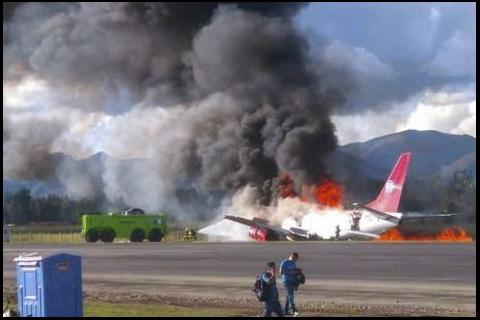 Video: Avión de pasajeros se incendia al momento del aterrizaje