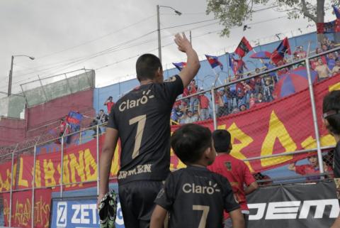 """Así fue el partido de despedida de """"El Manía"""" Albizuris"""