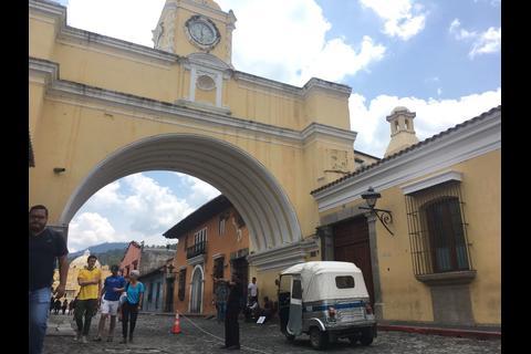 ¿Sabías que la calle del arco en Antigua Guatemala ya no es peatonal?