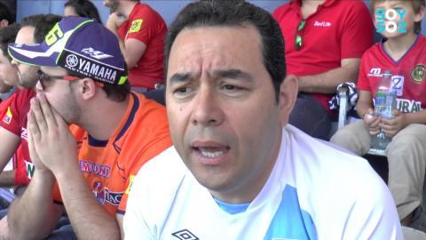 Jimmy Morales uno de los miles de rojos que esperan la 30 de Municipal