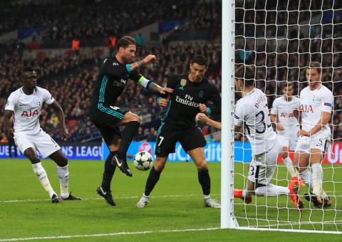 Incomprensible: Cristiano Ronaldo evita el gol de Sergio Ramos