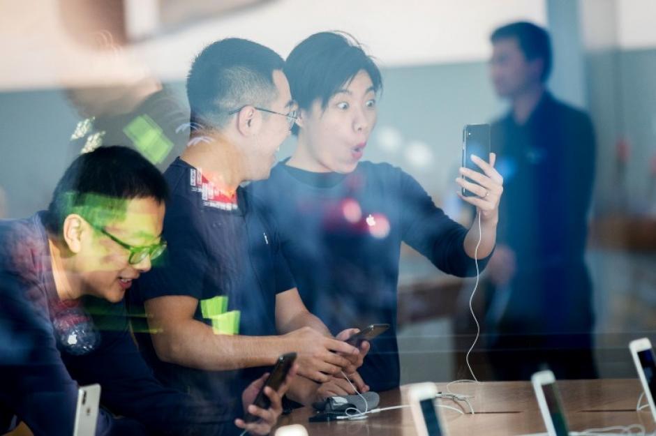 Comienza la venta del enigmático iPhone X en 50 países