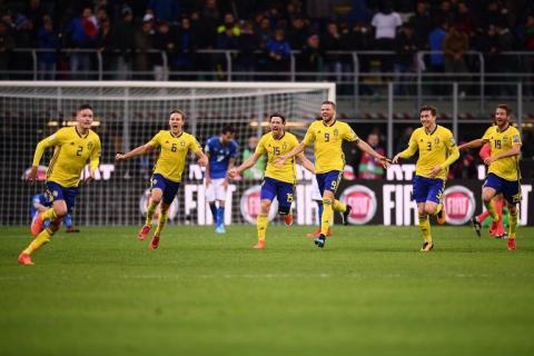 Jugadores de Suecia destrozan set de televisión tras eliminar a Italia