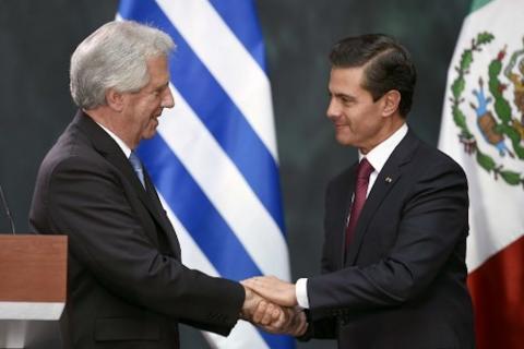 Peña Nieto confunde el país del presidente de Uruguay y recibe burlas
