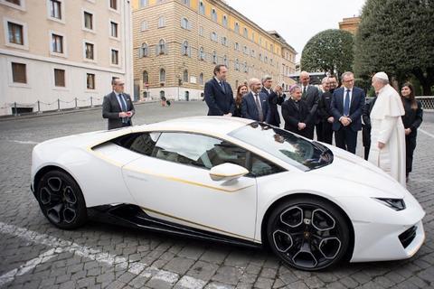 El lujoso Lamborghini Huracán que recibió el papa Francisco de regalo