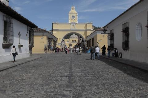 Así luce el rejuvenecido Arco de Santa Catalina