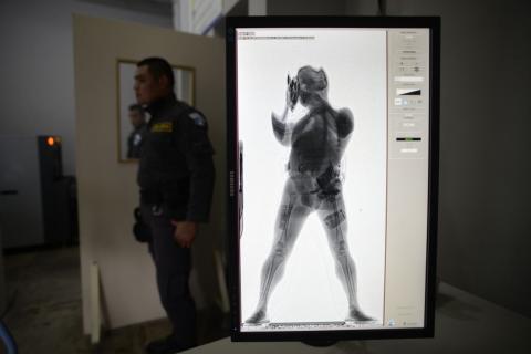 Instalan escáneres en cárceles para evitar ingreso de teléfonos