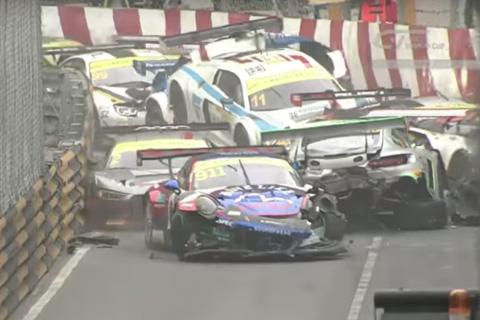 Graban impresionante accidente de 16 vehículos en una Copa Mundial