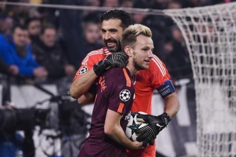 Gianlugi Buffon se queda en calzoncillos tras el partido contra el Barca