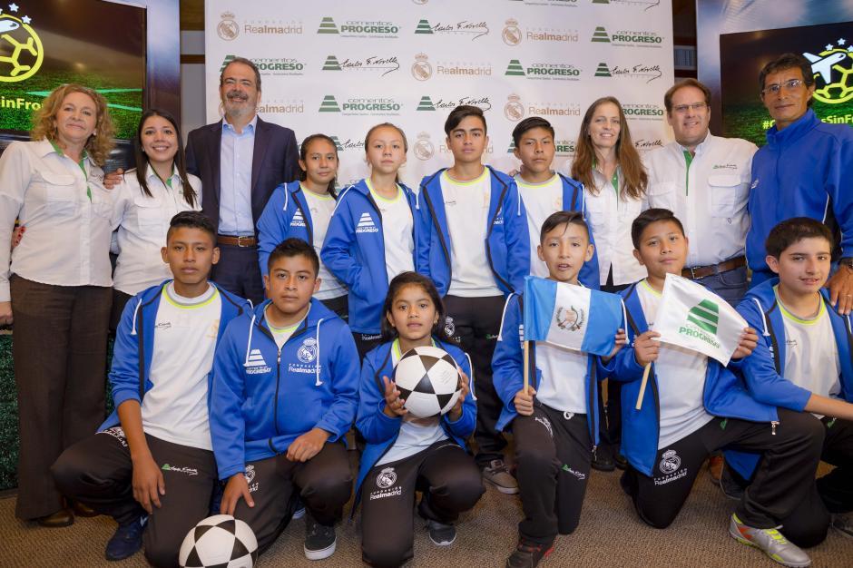 20 niños guatemaltecos entrenan en instalaciones del Real Madrid