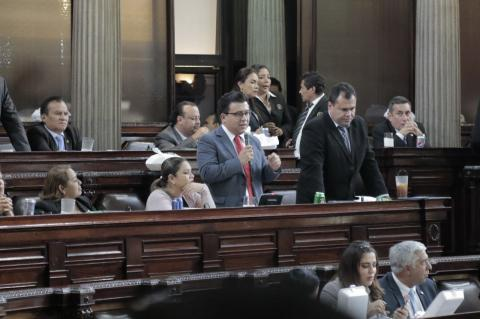 Le recuerdan sus divorcios a Taracena durante discusión de presupuesto