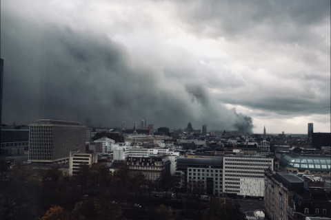 """Cielo de Bruselas es cubierto por una nube """"potencialmente tóxica"""""""