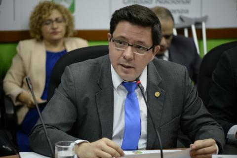 """Ministro de Finanzas le pide a FCN """"no contaminar"""" el presupuesto"""