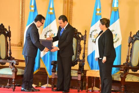 Así recibió Jimmy Morales al nuevo embajador de EE.UU.