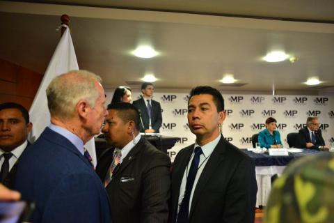Alcalde capitalino llega a conferencia de prensa de MP y CICIG