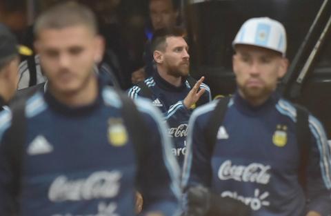"""Argentina le reza al """"Messias"""" en su hora más dramática"""