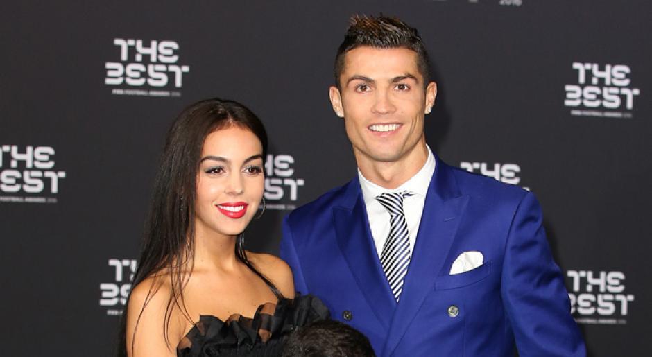 Novia de Cristiano Ronaldo comparte tierna foto familiar