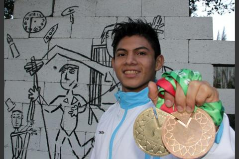 Congreso condecorará al gimnasta Jorge Vega y a Juan Carlos Sagastume