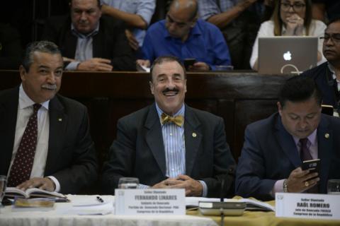 """Linares Beltranena llama a las mujeres un """"accidente biológico"""""""